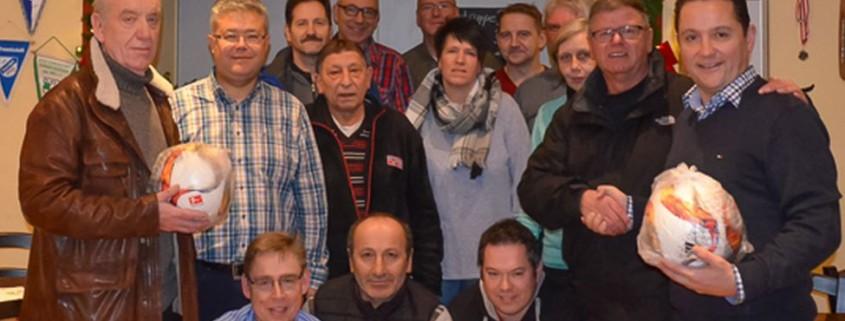 Die Vereine der Region Bremen-Nord bei der Übergabe der Ballpakete, Foto ist für redaktionelle Zwecke honorarfrei. Kein Model Release. Bildnachweis: Jakob Baitler