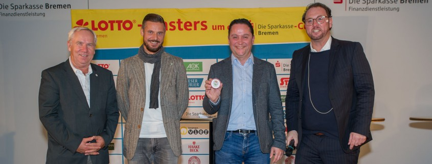 Bernd Wagner (LOTTO Bremen), Tjalf Hoyer, BFV-Vizepräsident Holger Franz und Moderator Olaf Rathje (v.l.) freuen sich auf spannende Spiele im Viertelfinale. (Foto: Oliver Baumgart)